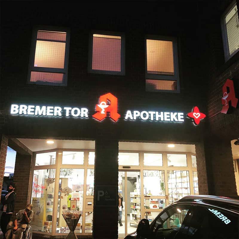 Lichtreklame Bremer Tor Apotheke Vechta | ARTKURAT Werbeagentur
