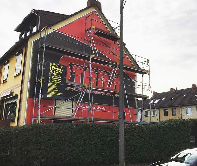 Aussenwerbung. - XXXL-Banner des Dienstleisters Stark | ARTKURAT ® Werbeagentur - Bremen, Delmenhorst, Oldenburg | Kreativ im Detail.